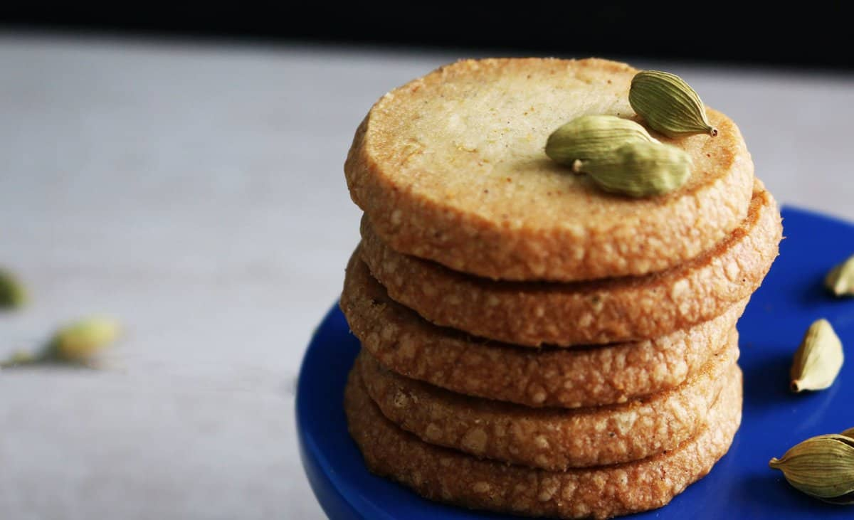 Melt-In-Your-Mouth Cardamom Shortbread Cookies - Kitchen ...