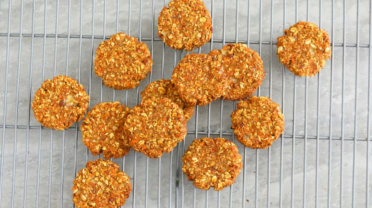 healthy carrot oatmeal cookies