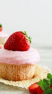 strawberry velvet cupcake