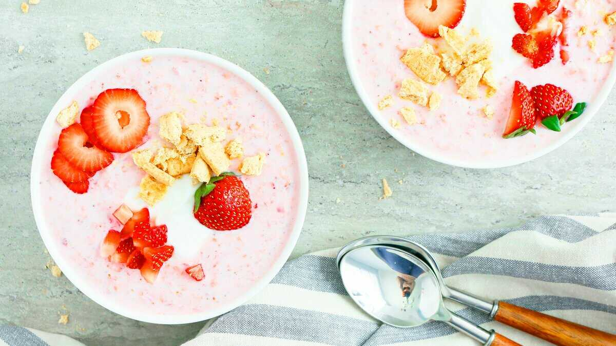 strawberry cheesecake overnight oats