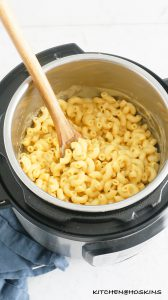 CREAMY INSTANT POT MAC AND CHEESE