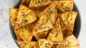 SPICY GINGER GARLIC PITA CHIPS