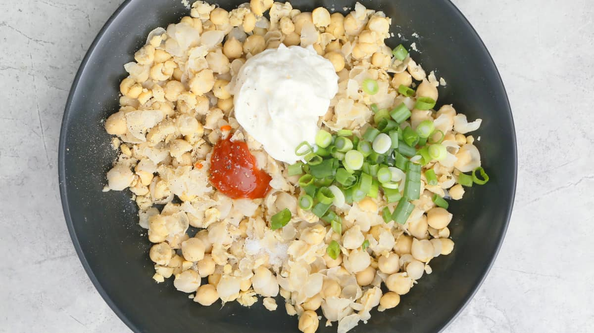 chickpeas, mayo, sriracha and scallion in a bowl