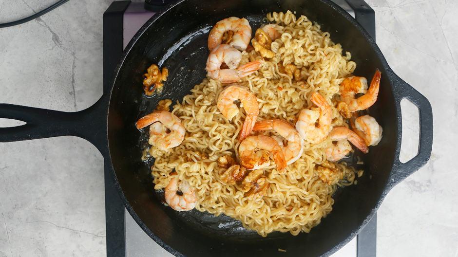 cooked ramen noodles