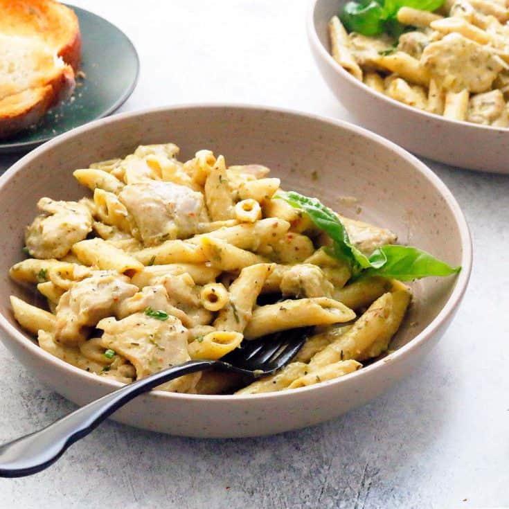 bowls with pesto chicken pasta