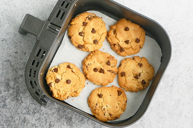 Air fryer Chocolate Chip Cookies