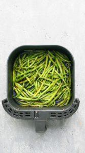 air fryer green beans in a air fryer basket