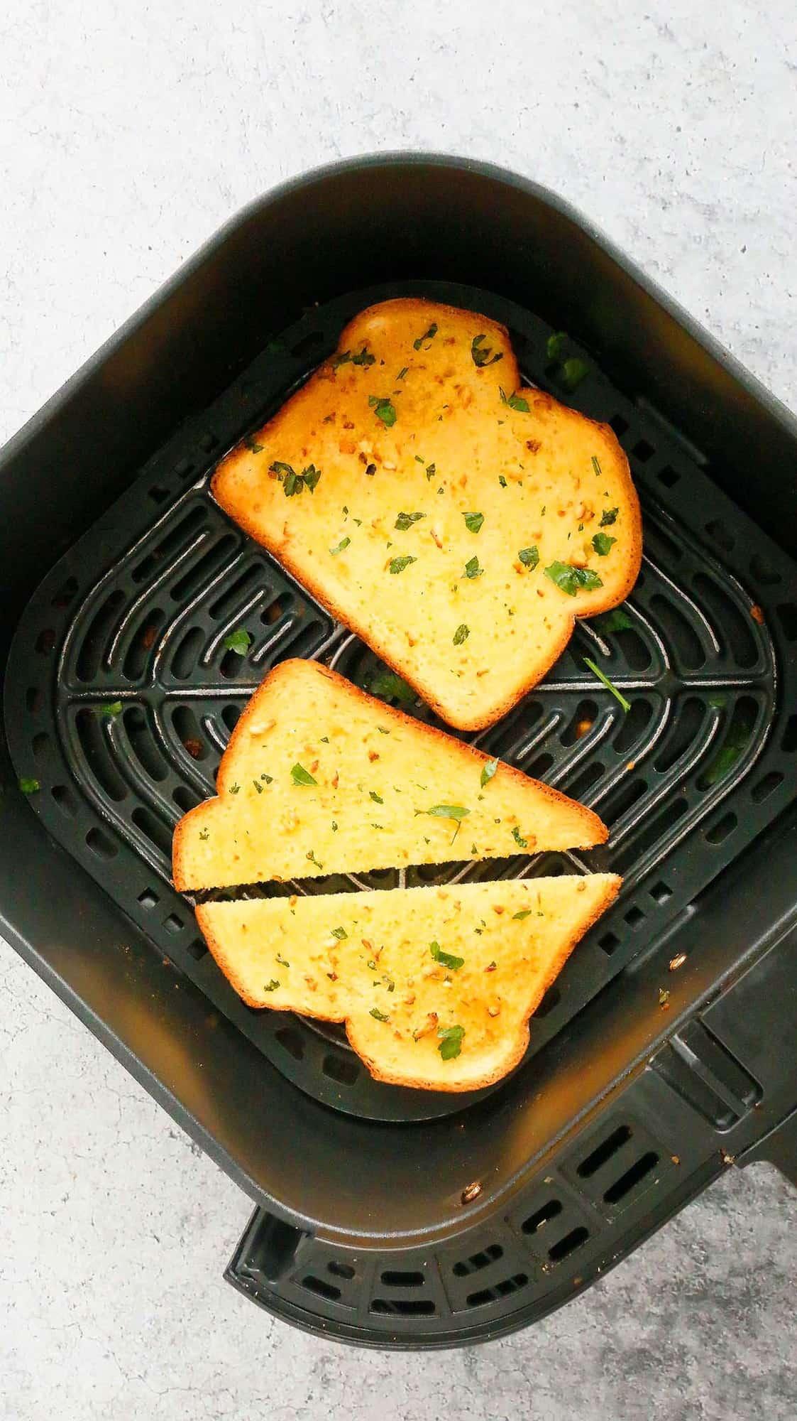 air fryer basket with garlic toast